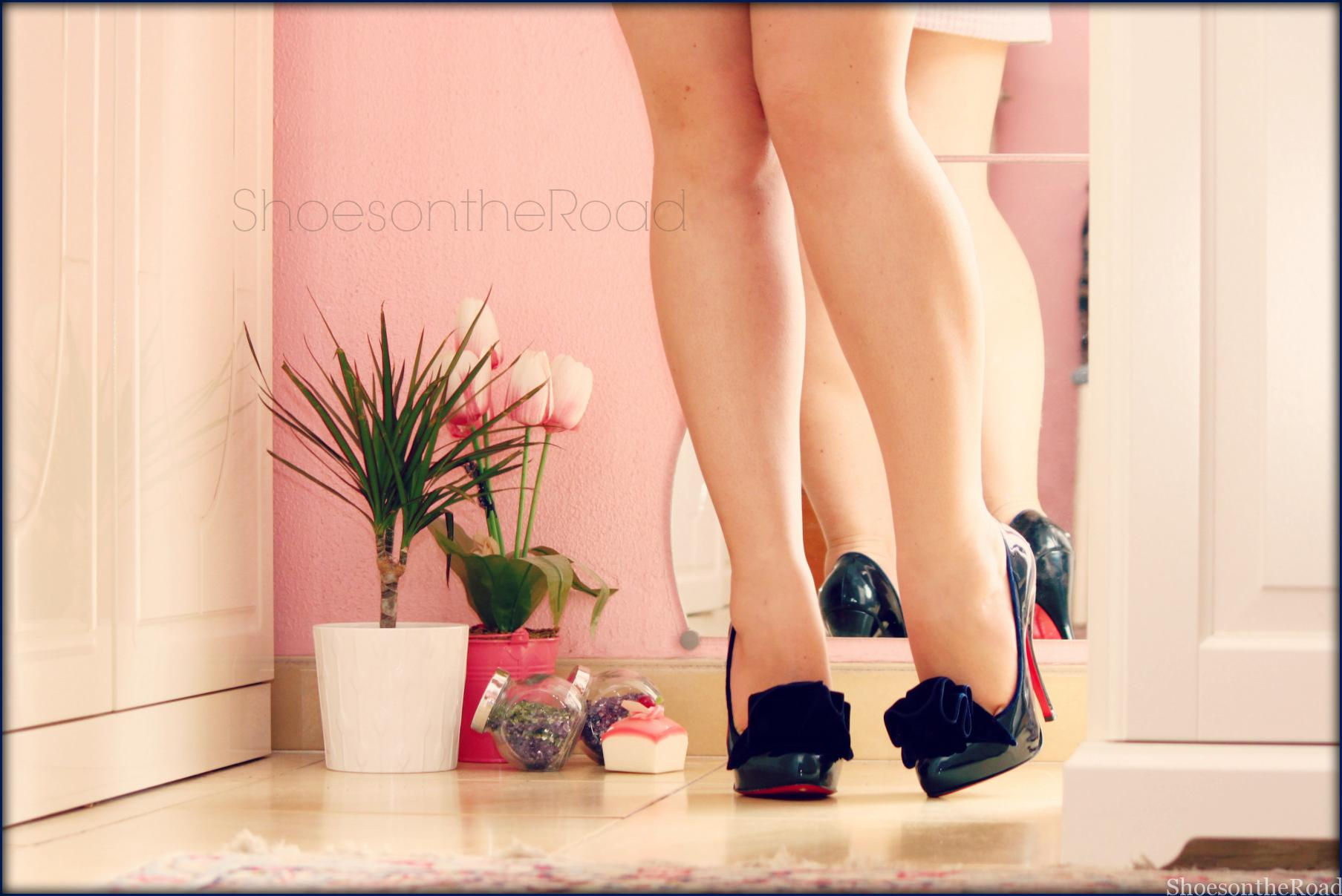 Louboutin_shoesontheroad_Lady_page_1